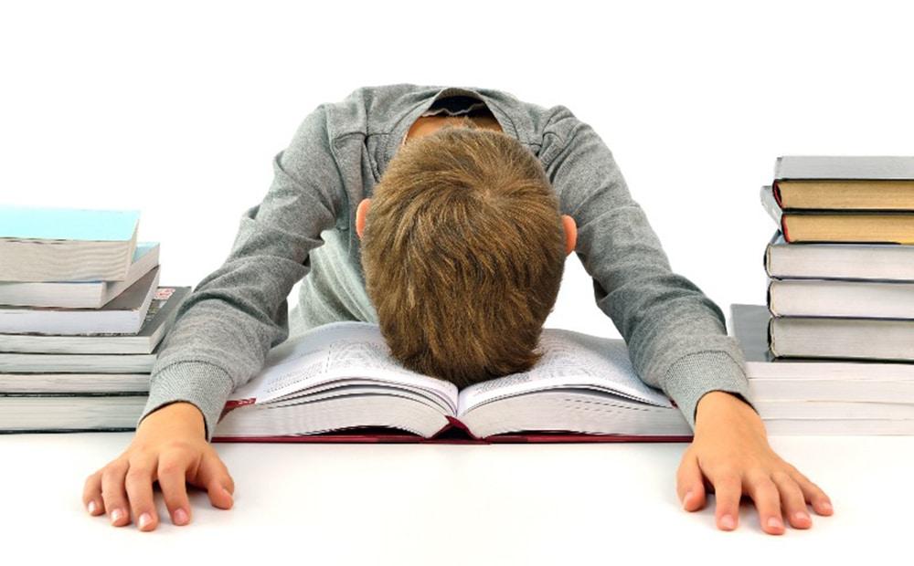 Enfant qui a des difficultés de lecture